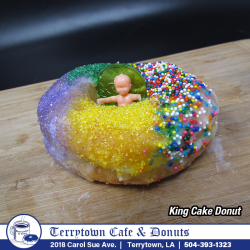 Donut_King_Cake_PNG